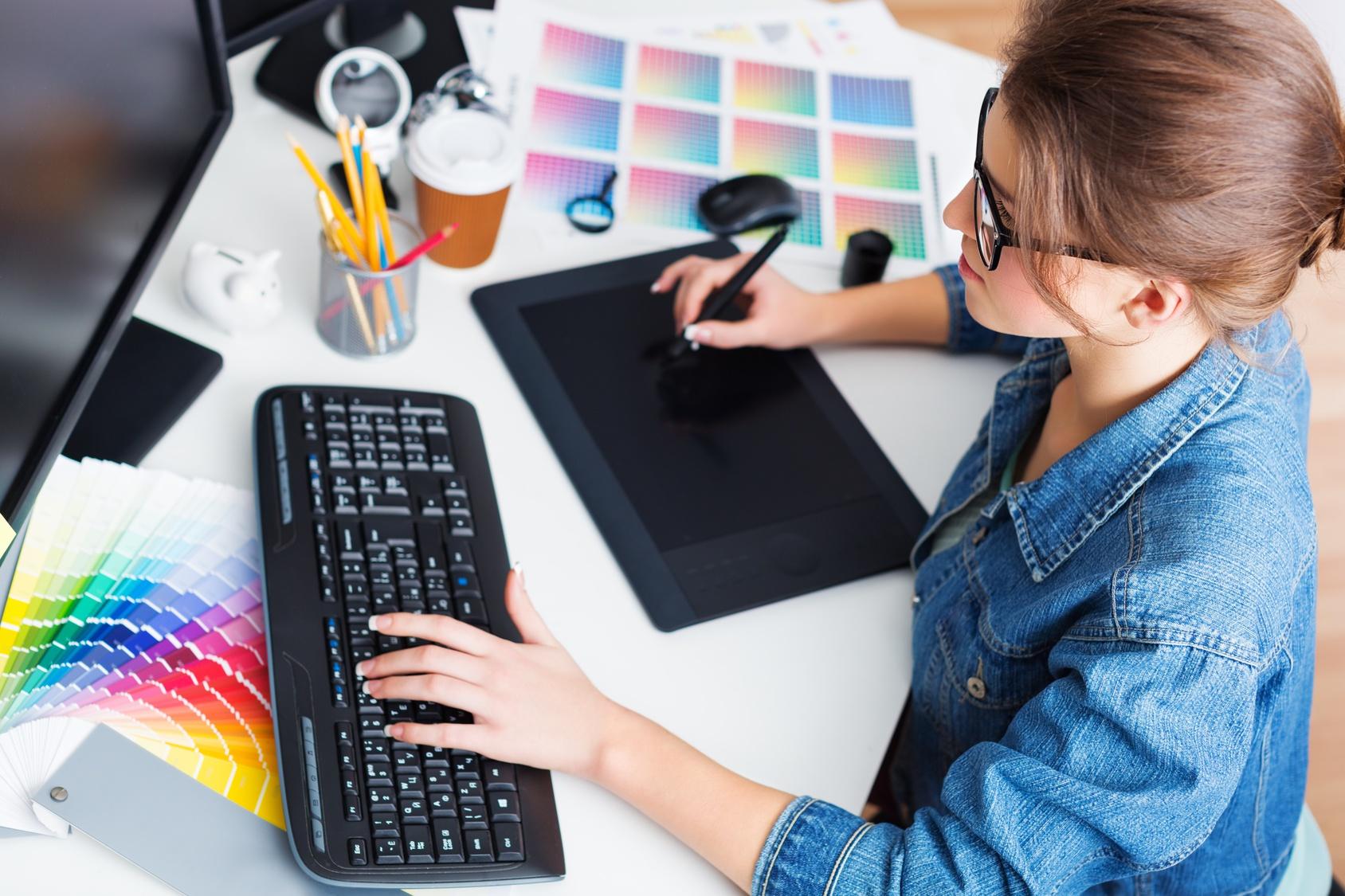 diseñadora trabajando